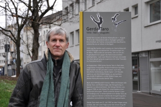 David Mathieson at the memorial plaque to Gerda Taro in Stuttgart, Germany